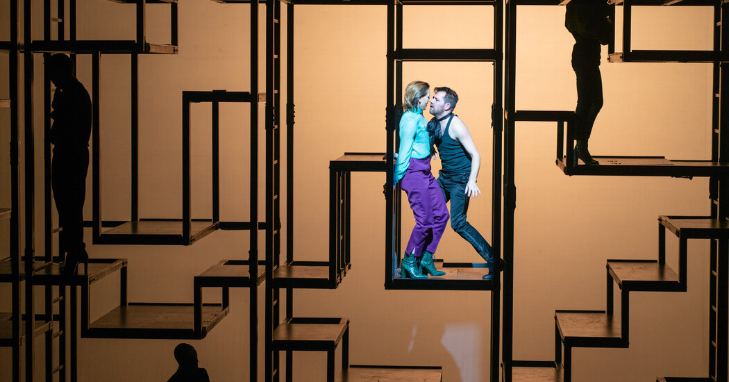 'The Threepenny Opera,' With out the 'Cabaret' Clichés