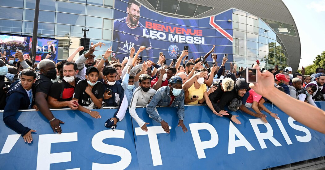 Messi, After Signing With P.S.G., Is Greeted With Cheers in Paris