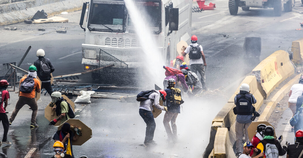 'A La Calle' Review: In Venezuela, a Chorus of Discontent